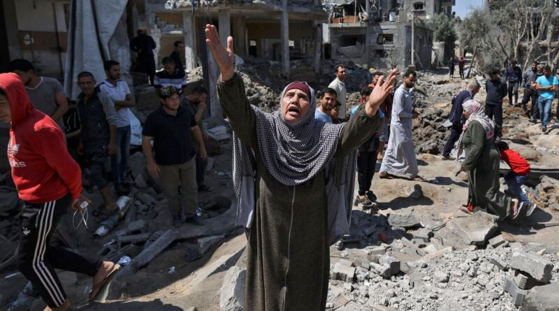 Featured image: Palestinian woman phrasing Allah in the middle of the destruction of Israeli bombings. File photo.