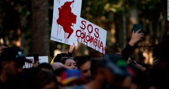 Featured image: #SOSColombia has become a recurrent trending topic in Colombia and other countries for the last two weeks after bloody police repression authorized by Ivan Duque. File photo.