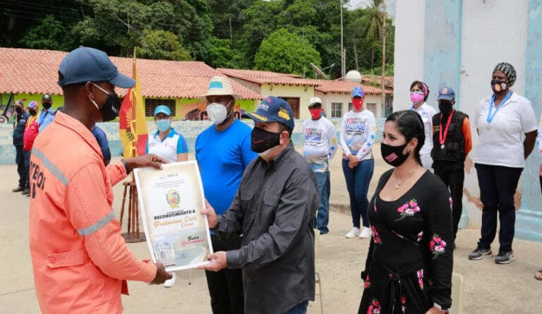 Featured image: Marco Torres recognized militia and police officers that repealed Operation Gideon on May 2020. Photo courtesy of Ultimas Noticias.