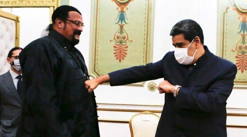 Steven Seagal and President Maduro in the Miraflores Palace, Tuesday, May 4. Photo courtesy of Prensa Presidencial.