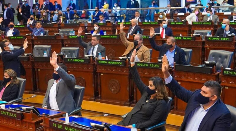 Featured image: Salvadorian Congress in its inauguration session with Bukele's majority dismiss Supreme Court justices and the Attorney General not aligned with Bukele. United States tries to clean up its support for this new right wing dictatorship in El Salvador. Photo courtesy of RedRadioVE.