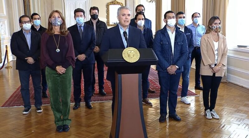 Featured image: Colombian president Ivan Duque is temporally withdrawing the polemic tax reform after heavy police repression, several deaths and dozens of injures. Photo courtesy of RedRadioVE.