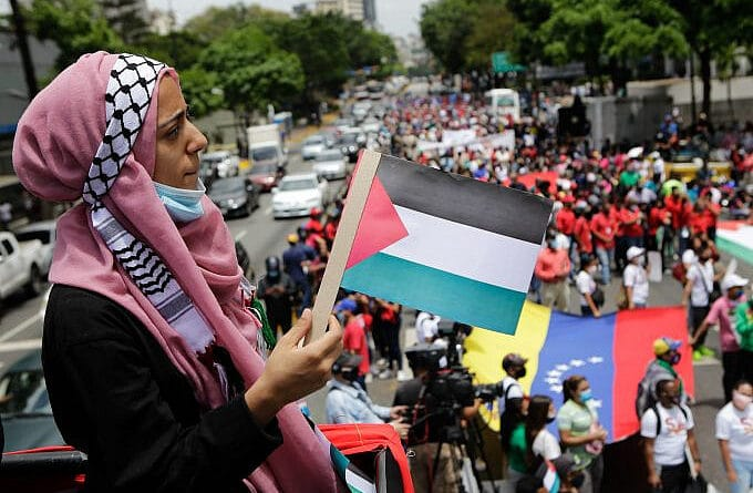 Featured image: A woman from the Palestinian community in Venezuela holds a Palestinian flag during a mobilization in favor of the Palestinian people, in Caracas Venezuela, on Tuesday, May 25, 2021. Photo: Jesús Vargas, AVN