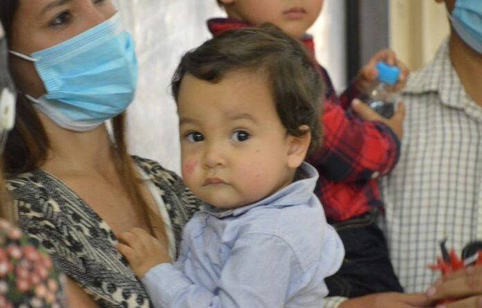 Featured image: Venezuelan baby boy Oliver Toro who survive a car accident and lost his relatives in Argentina is back in Venezuela and now have a new home thanks to President Maduro. File photo courtesy of RedRadioVE.