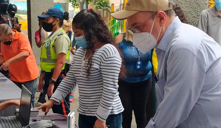 President of the CNE, Pedro Calzadilla, visits the registration and data update location near the Pérez Bonalde metro station, Sucre parish, Caracas