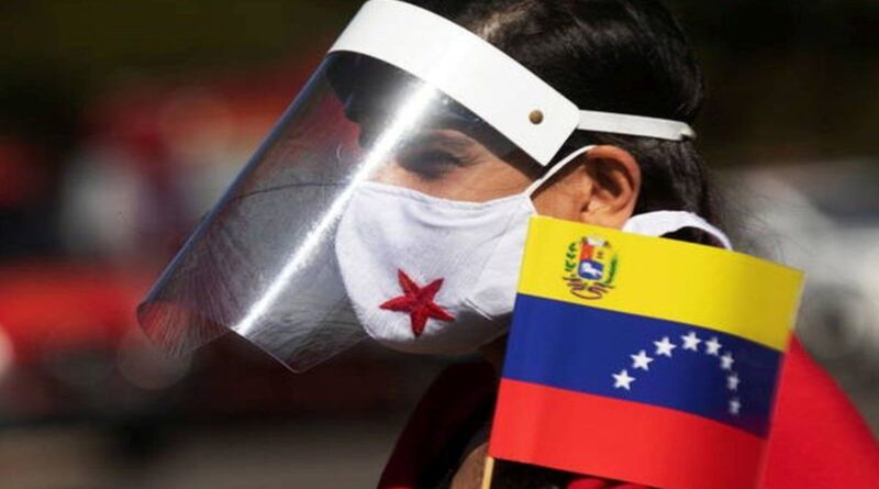 Young Venezuelan wearing a mask and a face screen protector with a Venezuelan flag. File photo.