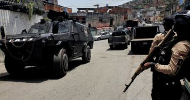 Featured image: Armored vehicle advancing in the narrow streets of La Vega (Caracas) during a police deployment to neutralize El Coqui gang. Photo courtesy of RedRadioVE.