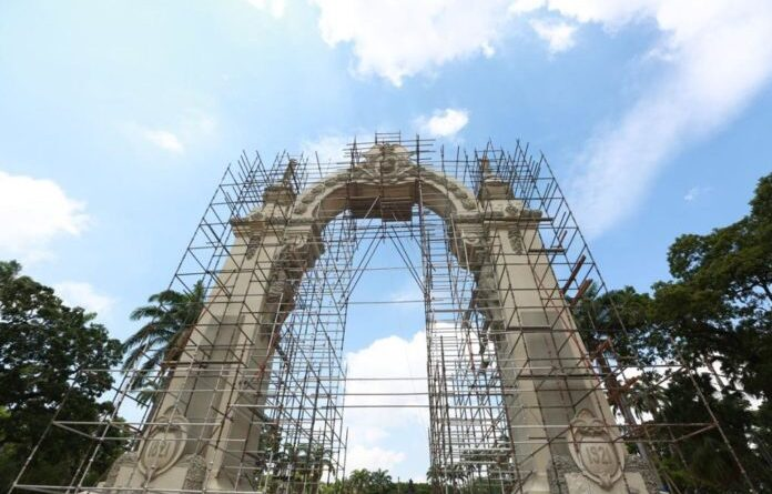 Featured image: Main arch in the Battle of Carabobo field located near the city of Valencia (Carabobo state). Photo courtesy of RedRadioVE.