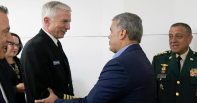 Colombia's Ivan Duque greeting the US general. File photo.