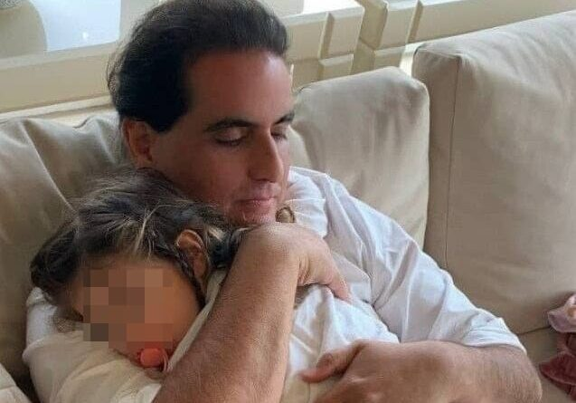 Alex Saab holding a baby. File photo.