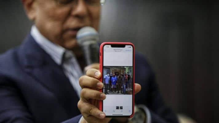 Congressman Pedro Carreño shows a photo of Gilber Caro, a Popular Will politician, posing with criminal gangs. (Photo: National Assembly)