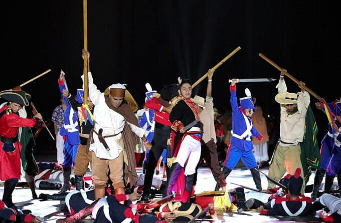 Performance representing Simon Bolivar leading the battle of Carabobo and defeating for good Spanish empire troops. Photo courtesy of Prensa Presidencial.