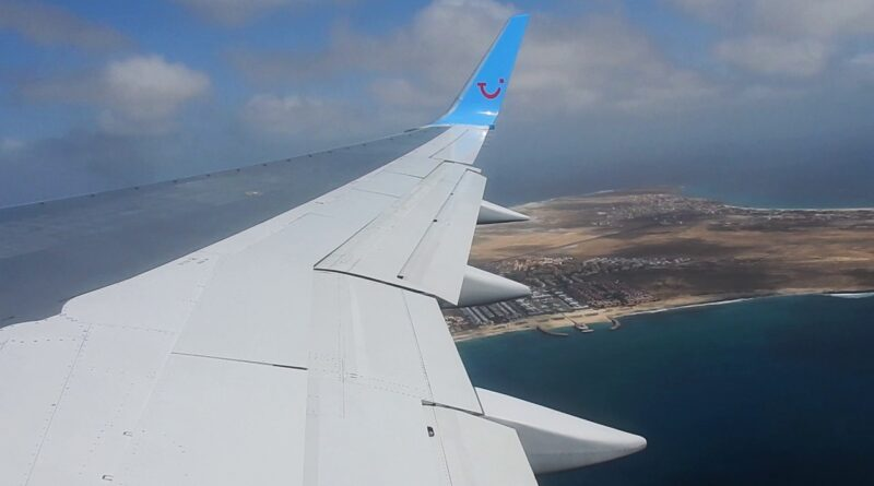Featured image: Referential photo of a commercial jet landing in the Island of Sal, Cabo Verde. File photo.