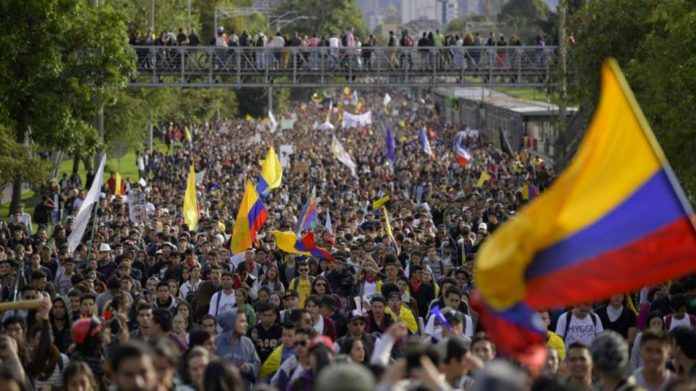 Featured image: Multitudinous demonstration in Colombia. File photo.
