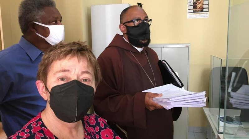 International #FreeAlexSaab Delegation filing Habeas Corpus. From left to right, Pericles Tavares, Sara Flounders and Bishop Felipe Teixeira. Photo by Roger Harris.
