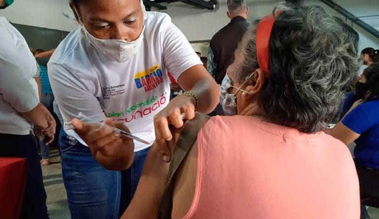 Featured image: A senior Venezuelan woman being vaccinated in Caracas during the second phase of the mass vaccination plan. Photo courtesy of Ultimas Noticias.