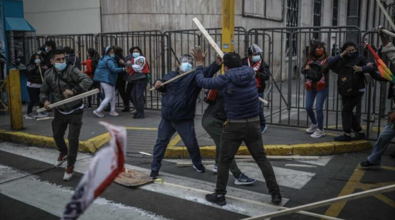 "Members of the Fujimori group called ""La Resistencia"" confront Pedro Castillo's supporters outside the National Elections Jury (JNE) in Lima, June 24, 2021. (Photo: EFE)."