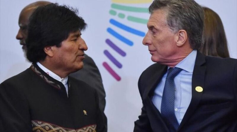 Former Bolivian President Evo Morales (left) and his Argentine counterpart Mauricio Macri during the Summit of the Americas in July 2017.