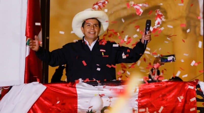Pedro Castillo addresses his followers. Photo by Reuters / Sebastian Castaneda.