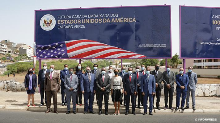 Attendees of the groundbreaking ceremony of the future headquarters of the United States Embassy in Cape Verde. (Photo: Inforpress)