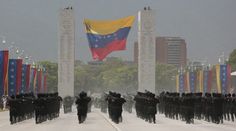FANB troops marching in the Independence Day parade at Caracas. Photo courtesy of @FerrerSandrea.