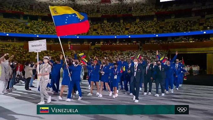 Venezuelan delegation entering the Olympic Stadium in Tokyo. Photo courtesy of Tves.