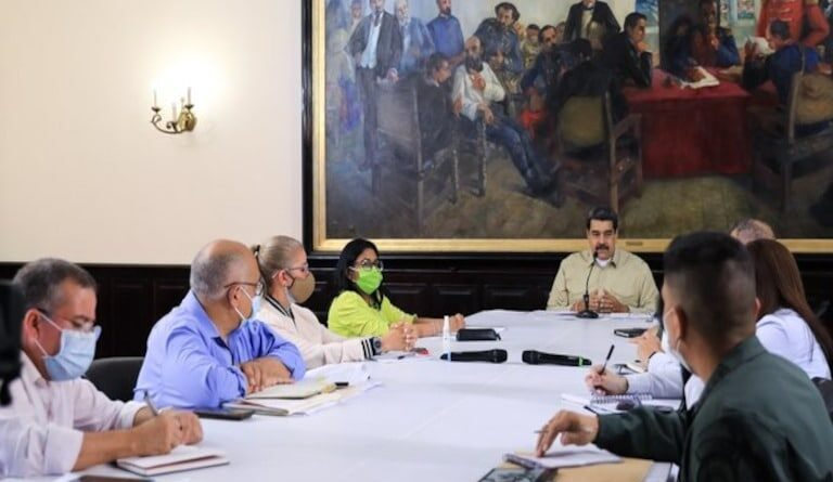 President Maduro chairing his weekly working meeting on COVID-19 fight. Photo courtesy of Ultimas Noticias.