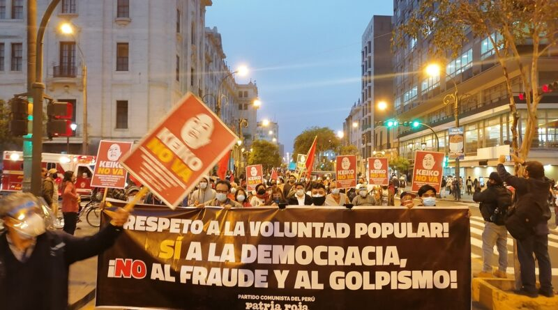 """Communist Party of Perú-Patria Roja banner at recent demonstration. """"Respect the popular will,"""" reads the banner. """"'Yes' to democracy, 'no' to fraud and coups!"""" Source: www.facebook.com/partidocomunistadelperu.patriaroja"""