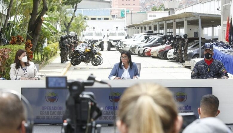 """VP Delcy Rodriguez and Minister Carmen Melendez providing details of the security operation """"Gran Cacique Indio Guaicaipuro"""" deployed in Caracas to neutralize EL Coqui paramilitary gang operation in Cota 905, Caracas. Photo courtesy of the Office of the Vice Presidency."""
