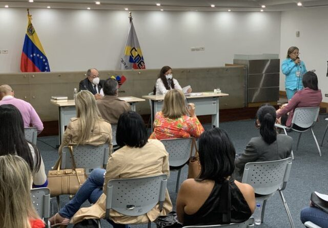 Presenting new CNE gender equality rules aiming at 21N regional elections in Venezuela. Photo courtesy of CNE.