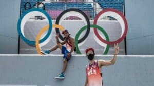 Daniel Dhers (below) and Eddy Alvierez (above) posing next to the Olympic rings. Photo courtesy of RedRadioVE.
