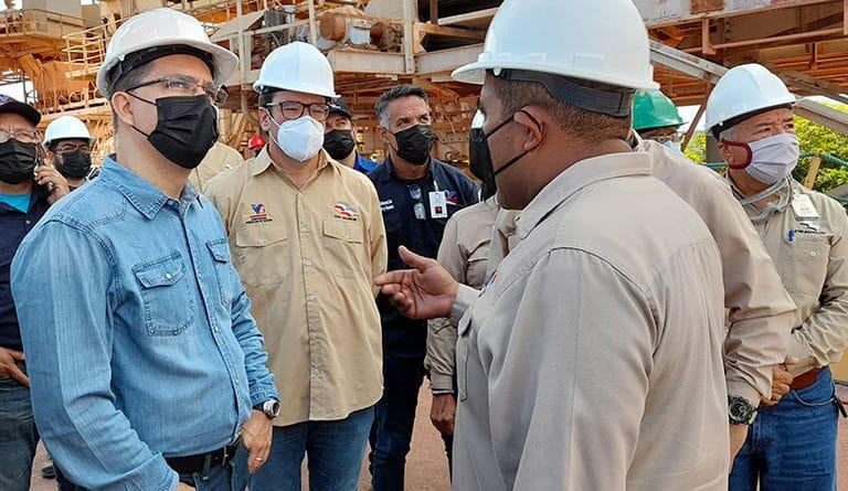 Venezuelan new minister for Industry Jorge Arreaza inspecting Alcasa in the Ciudad Guayana industrial hub. Photo courtesy to Ultimas Noticias.