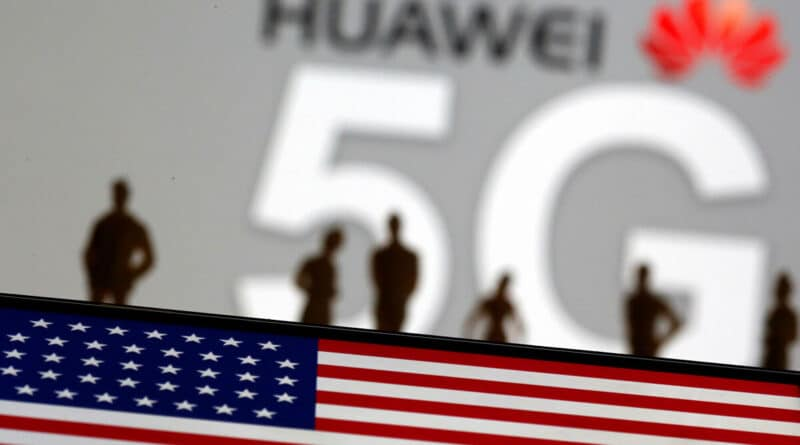 Image composition with Huawei 5G logo and the US flag. Photo courtesy of Blog Digital.