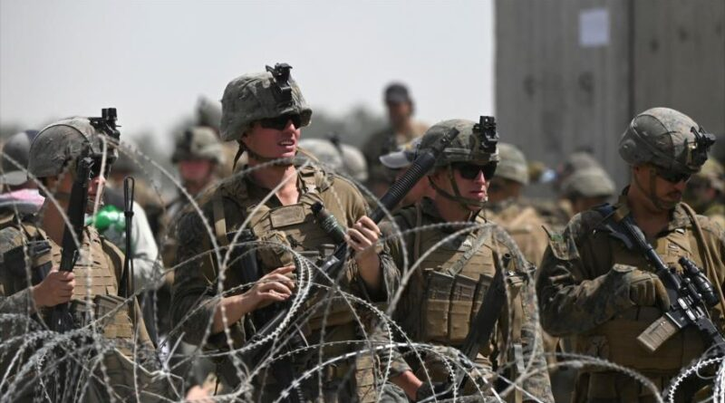 Featured image: US soldiers at the Kabul airport, August 20, 2021. (Photo: AFP).