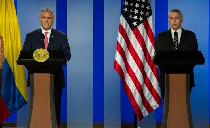Duque made the announcement alongside the US ambassador to his country. Photo EFE