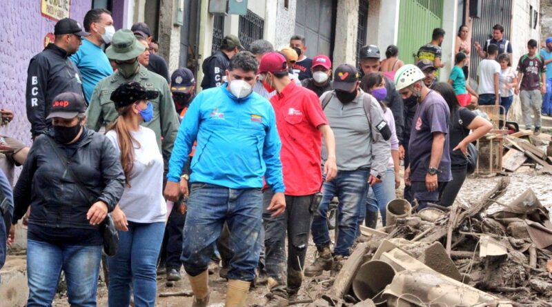 Venezuelan authorities, military and emergency teams already deployed since Tuesday on the ground in Mocoties. Photo courtesy of Twitter / @JEHYSONGUZMAN .