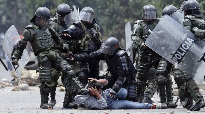 Colombia's police repressing peaceful protesters. File photo courtesy of RedRadioVE.