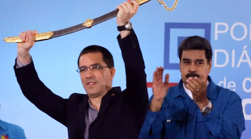 Minister Arreaza after being decorated by President Maduro for the battle he gave at the OAS in 2018 against US aggression and also responding to Almagro's attacks. Photo courtesy of MPPRE.