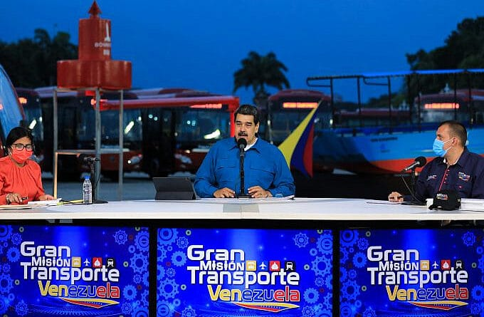 Vice President Delcy Rodriguez, President Nicolad Maduro and Minister of Infrastructure Hipolito Abreu during a TV broadcast. Photo courtesy of Prensa Presidencial.