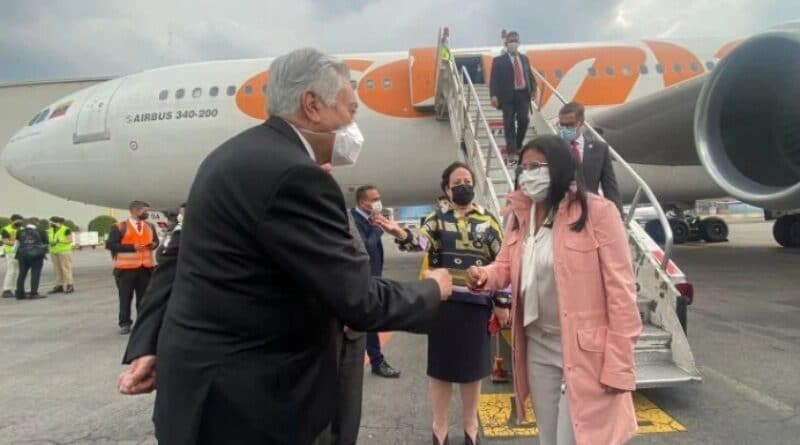 Venezuelan Vice President Delcy Rodriguez being greeted by Mexican protocol upon her arrival to the CELAC Summit. Photo courtesy of Twitter / @SRE_mx.