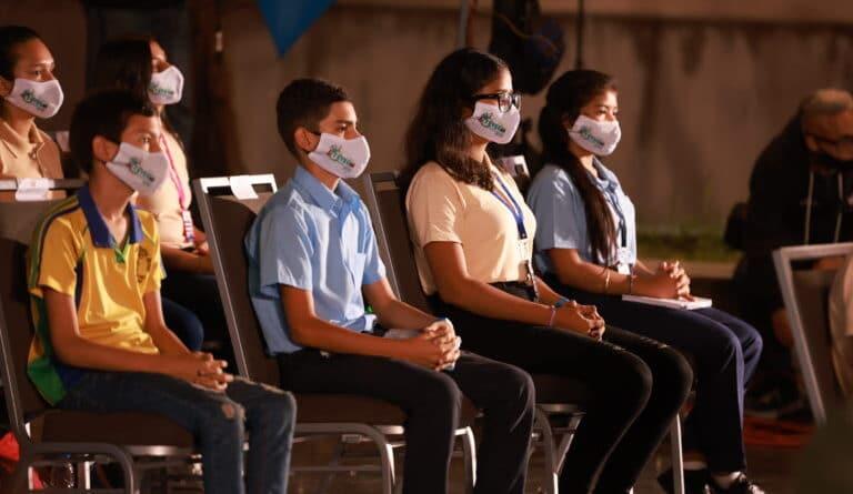 Venezuelan high school students wearing face masks. File photo.