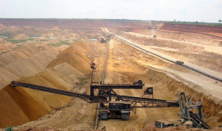 Phosphate Mining at SNPT (Societe Nouvelle des Phosphates de Togo). Photo by Alexandra Pugachevsk, Wikimedia Commons.