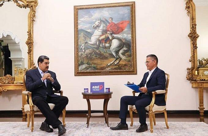 "President Nicolas Maduro being interviewed by Ernesto Villegas in his TV show ""Aqui con Ernesto Villegas."" Photo courtesy of Prensa Presidencial."