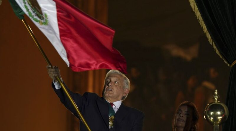 """Featured image: The president of Mexico, Andrés Manuel López Obrador, waves the flag of his country during the traditional """"shout"""" from the balcony of the National Palace that begins the celebrations for Independence Day, in the Plaza del Zócalo, in Mexico City , September 15, 2021. Photo: Fernando Llano."""