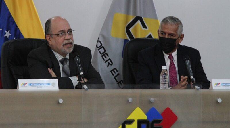 Predro Calzadilla, the president of the CNE and Nicanor Moscoso, the president of Ceela. Photo courtesy of CNE.