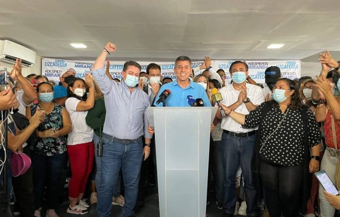 Uzcátegui's press conference announcing his alleged victory in the polls. Photo courtesy of RedRadioVE.