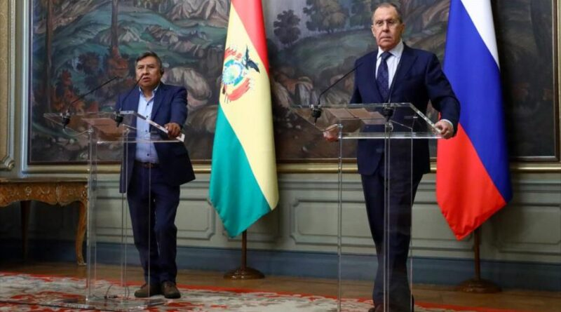 Bolivian Foreign Minister Rogelio Mayta (left) and his Russian counterpart Sergei Lavrov, Moscow, October 22, 2021. (Source: twitter @mae_rusia)