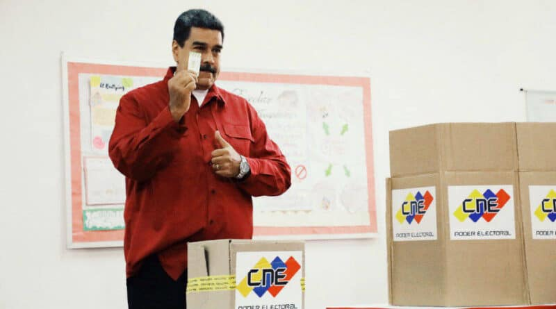 Venezuelan president Nicolas Maduro voting on the October 10 mock election in preparation for the 21N regional elections. Photo courtesy of Ciudad CCS.