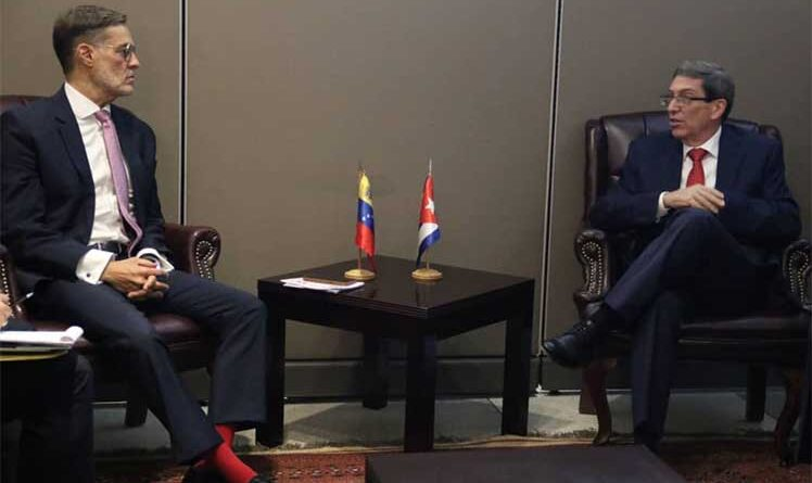 Venezuelan minister for foreign affairs Felix Plasencia (left) and his Cuban counterpart Bruno Rodriguez (right). File photo courtesy of Prensa Latina.
