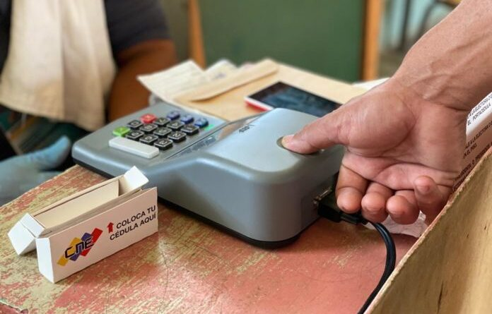 Fingerprint scanned, necessary to validate the voter to exercise his right and guarantee the one voter one vote principle. File photo courtesy of RedRadioVE.